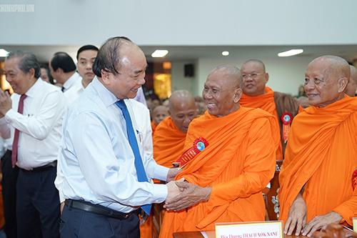 Thủ tướng dự, chung vui Tết cổ truyền với bà con Khmer Nam bộ.