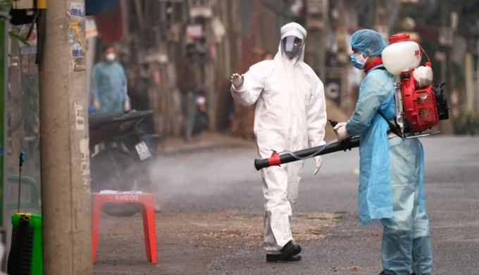 Phun thuốc khử khuẩn tại Mê Linh.