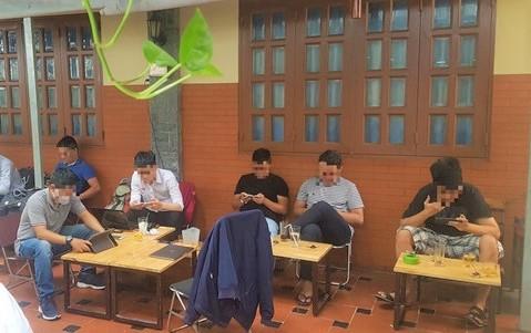 Tụ tập đông người tại quán cà phê (hình minh họa)