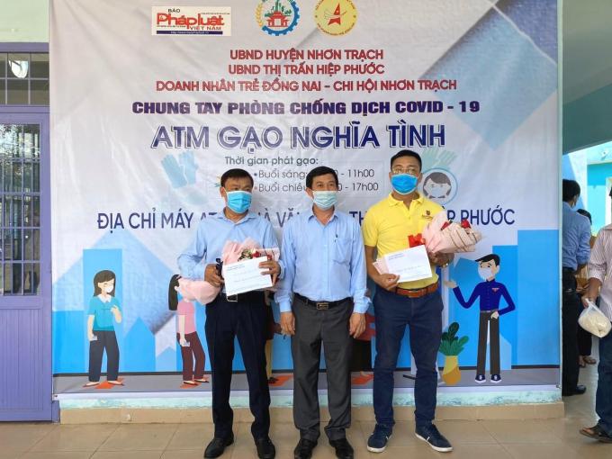 """Báo Pháp luật Việt Nam nhân rộng chương trình """"ATM gạo nghĩa tình"""" tại Nhơn Trạch."""