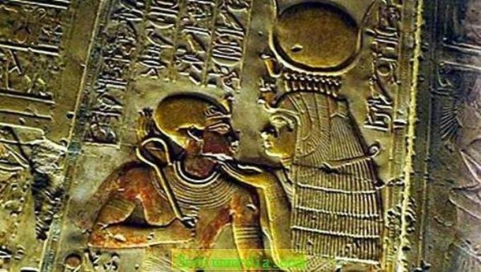 Hình tượng Nữ thần Isis cổ.