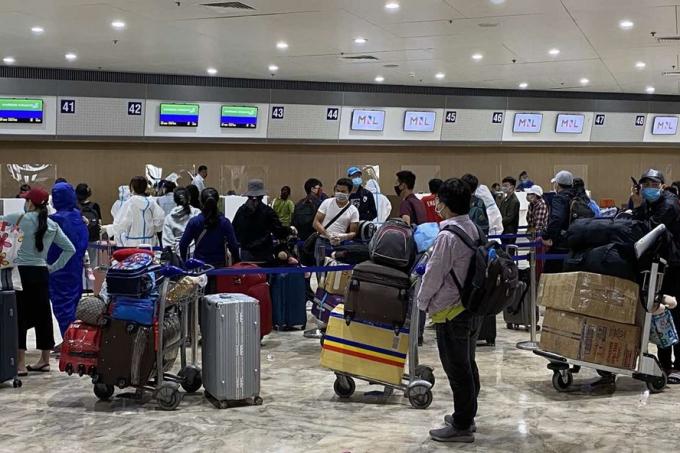 Gần 200 công dân Việt Nam từ Philippines về nước. Ảnh: Bộ Ngoại giao