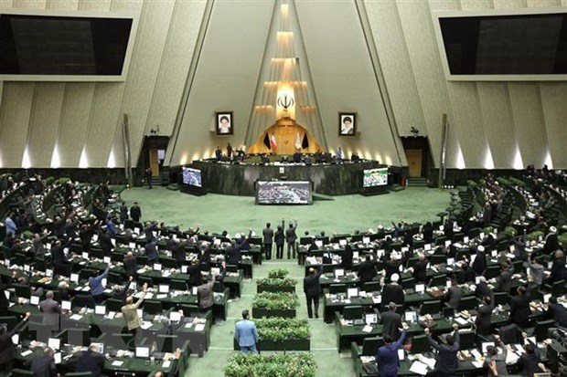 Toàn cảnh phiên họp Quốc hội Iran tại Tehran. (Ảnh: AFP/TTXVN)