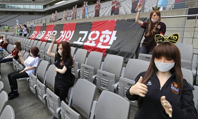Một sự việc hy hữu đã vừa xảy ra khi một đội bóng tại Hàn Quốc phải chịu mức phạt 100 triệu won (tương đương gần 1,9 tỷ đồng) vì đã đưa ma-nơ-canh lên khán đài cho bớt... trống vắng