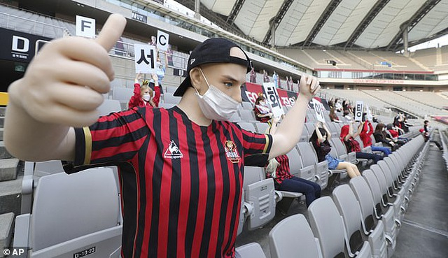 Hiện tại, các trận bóng tại Hàn Quốc đã bắt đầu diễn ra trở lại, nhưng khán giả chưa được phép vào sân