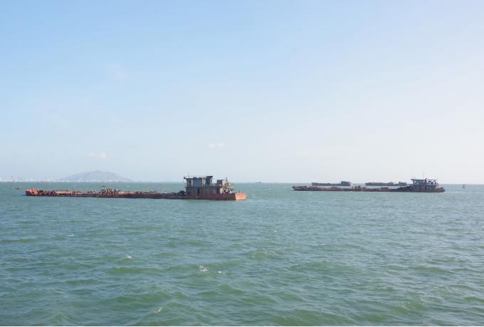 Các phương tiện vận chuyển cát trên khu vực luồng Thị Vải - Cái Mép bị phát hiện bắt giữ hồi tháng 4/2020.