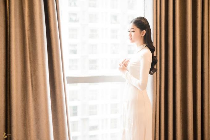 Ngày 2/12/2018, Á hậu Thanh Tú bất ngờ lên xe hoa cùng chồng là