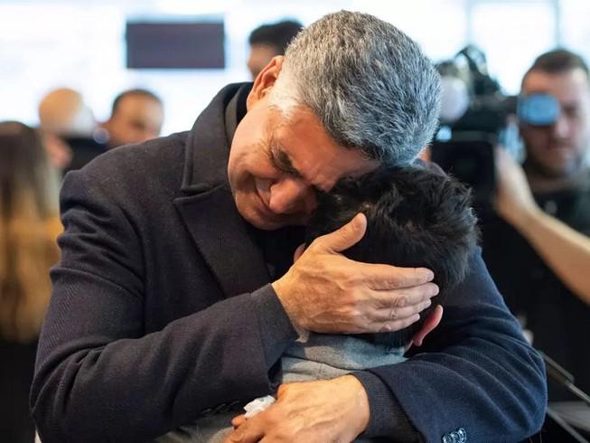 Người thân của một nạn nhân vụ tai nạn máy bay PS752 trong lễ tưởng niệm ngày 15-1 tại Đại học Carleton, Ottawa (Canada). Ảnh: NATIONAL POST