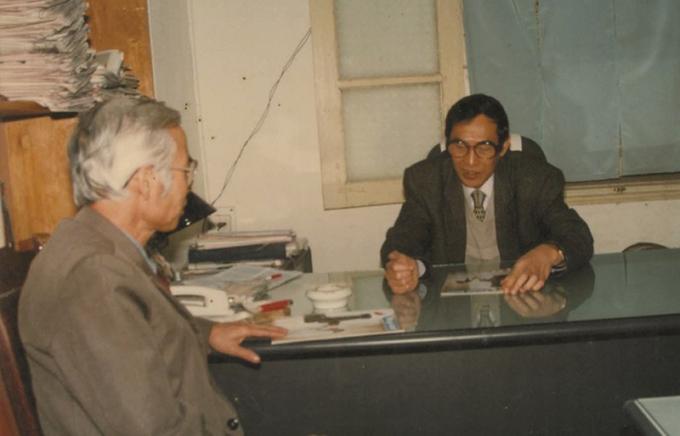 Ông Vũ Duy Thiệu - nguyên Trưởng ban Thư ký Tòa soạn Báo PLVN - tiếp bạn đọc trao đổi về những số báo Pháp luật thường thức đầu tiên.