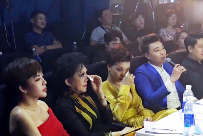 Danh ca Giao Linh bật khóc trước phần trình diễn bán kết 1 của thí sinh Nguyễn Dịu Kiên