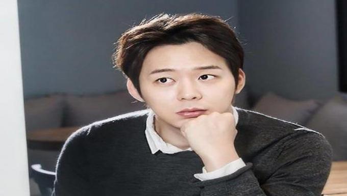 Nam tài tử Park Yoochun.