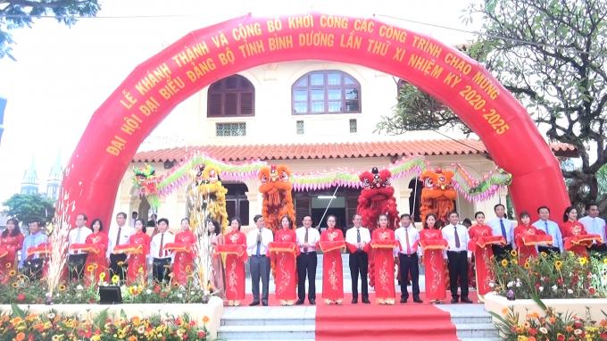 Nghi thức cắt băng khánh thành và công bố khởi công các công trình tại Nhà truyền thống – thành phố Thủ Dầu Một