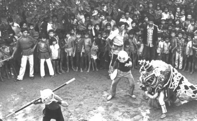 Tiết mục múa Lân trong Tết Trung thu xưa của Việt Nam.
