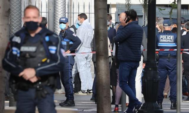 Cảnh sát tại hiện trường vụ tấn công (Ảnh: AFP)