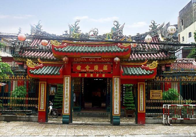 Hội quán Ôn Lăng được cộng đồng người Hoa xây dựng năm 1740.