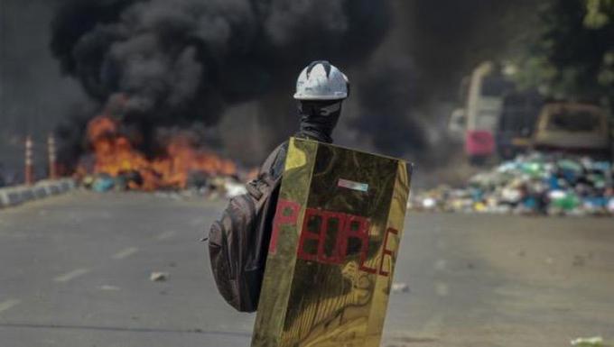 Các cuộc biểu tình phản đối chính biến tiếp tục diễn ra tại nhiều nơi ở Myanmar.