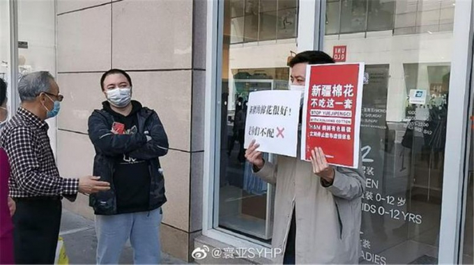 Giới trẻ Trung Quốc tẩy chay các thương hiệu thời trang lớn.
