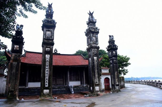 Đình Chèm có niên đại khoảng 2000 năm.