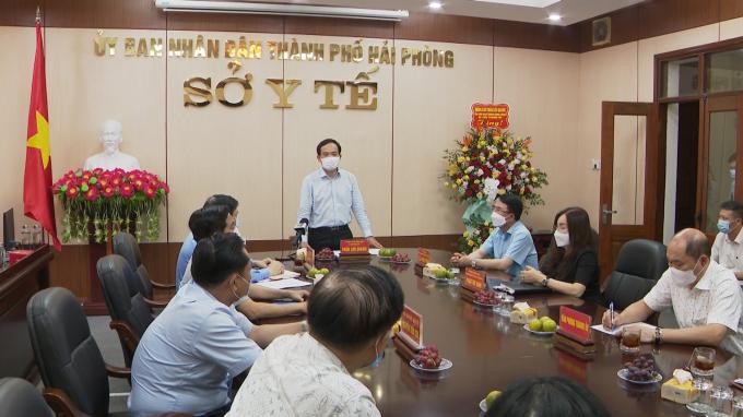 Bí thư Thành ủy Trần Lưu Quang phát biểu tại buổi gặp mặt