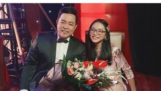 """Nam ca sĩ Quang Lê nhận nuôi Phương Mỹ Chi khi cô bé đang được xem là """"hiện tượng"""" của nhạc Việt."""