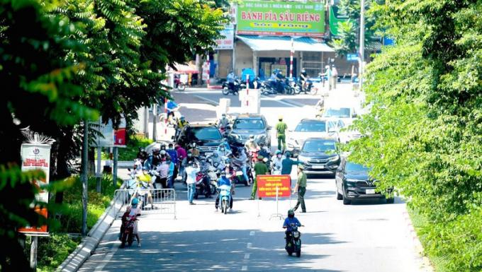 Một chốt kiểm soát dịch bệnh trong nội thành Hà Nội.