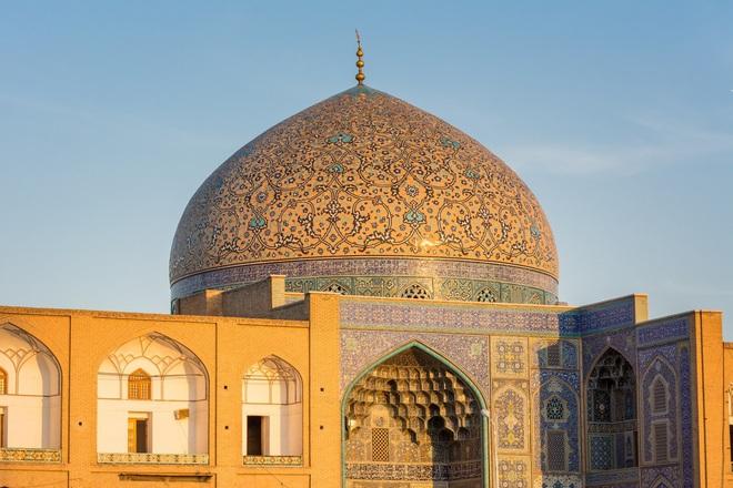 Nhà thờ Hồi giáo Sheikh Lotfollah là công trình kiến trúc nổi bật tại Iran.