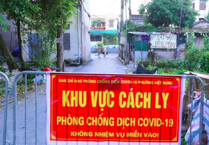 Chốt kiểm dịch tại phường Việt Hưng, Long Biên.