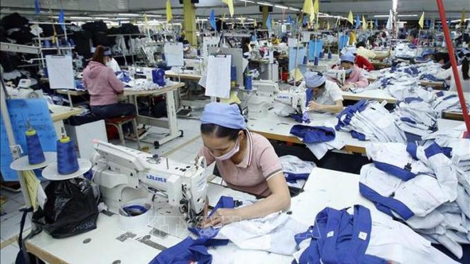 Các doanh nghiệp vượt khó trong bối cảnh dịch bệnh tác động nặng nề tới nền kinh tế.
