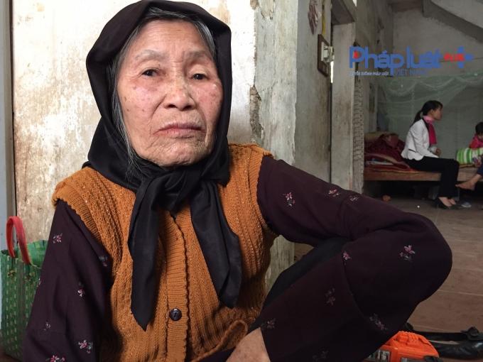 Cụ Đào Thị Đoànnén nỗi đau trước cái chết đột ngột của con dâu và con trai mình.