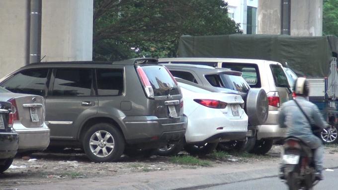Ban quản lý dự án đường sắt Hà Nội vẫn chưa trao trả mặt bằng cho chính quyền địa phương vì vậy việc xử lý những bãi xe trái phép này gặp nhiều khó khăn.