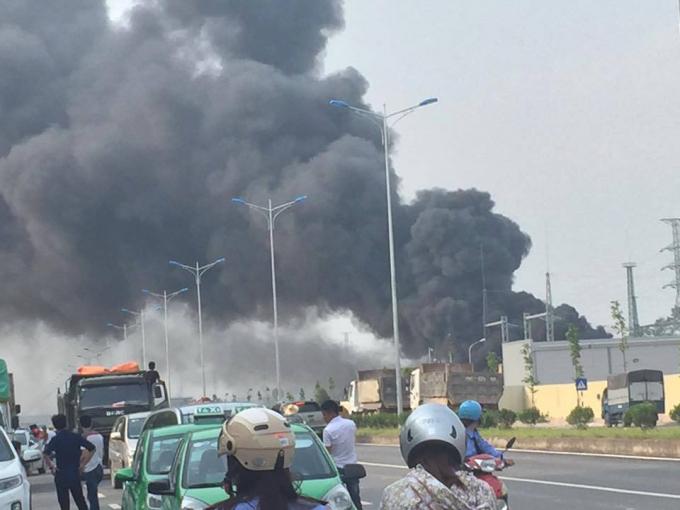 Tổng công ty Điện lực miền Bắc (EVNNPC) cho biết, Tập đoàn Điện lực Việt Nam, EVNNPC đang chỉ đạo các đơn vị tập trung khắc phục hậu quả vụ hỏa hoạn tại Trạm biến áp 110 Kv Yên Bình 2 ở Thái Nguyên. (Ảnh: Facebook.)