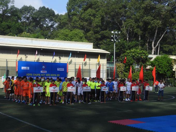 Bảy đội bóng đã có mặt tại sân vận động Tao Đàn để chuẩn bị cho Lễ khai mạc