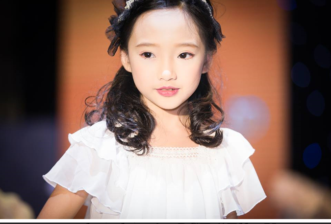 """Model Trương Bảo Anh – mẫu nhí được mệnh danh """"Châu Tấn của Việt Nam"""" với vẻ đẹp thuần khiết trong thiết kế của BST """"EllieVu in Wonderland"""""""