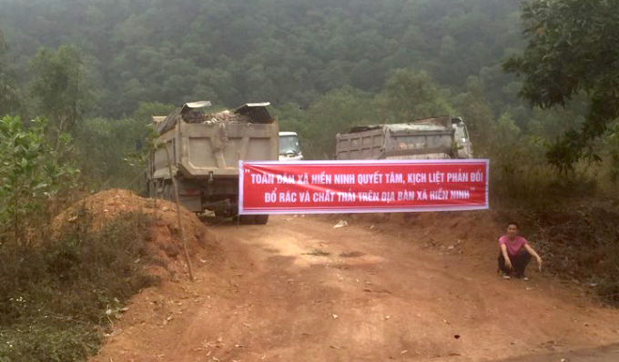 Người dân phải đối công ty H.P đổ chất thải vào rừng đặc dụng.