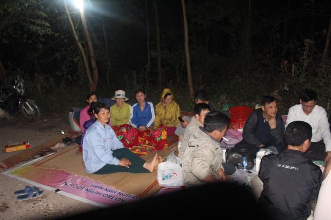Hà Nội: Một công ty bị dân phản đối vì đổ rác thải vào rừng