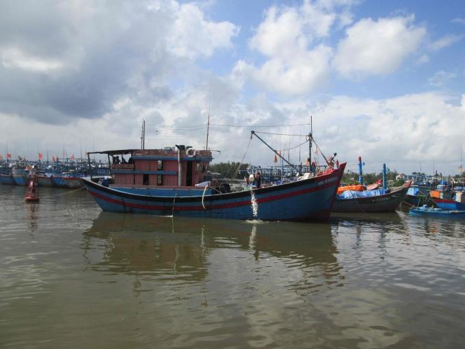 Nhiều tàu thuyền đã về nhưng đến chiều ngày 16.12, cha con ông Ba vẫn chưa về (ảnh Văn Hoàng)