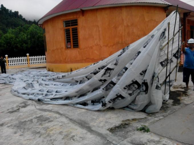Quả cầu bay rơi xuống khu vực nhà ông Dũng.