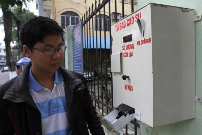 Trưởng nhóm Nguyễn Công Tín bên máy phát BCS miễn phí tự động.