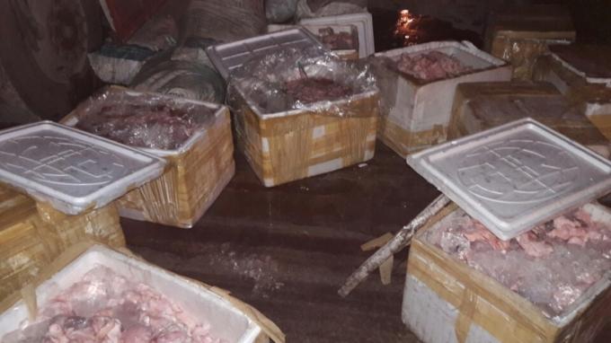 Hơn 1.500 kg mỡ, động vật hôi thối bị bắt giữ.