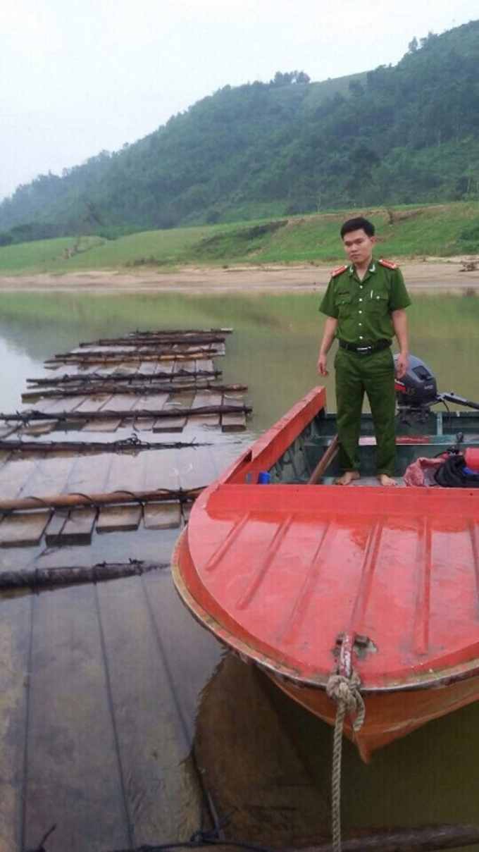 Số gỗ vô chủ kết bè thả sông Vu Gia được Phòng Cảnh sát Kinh tế phát hiện.