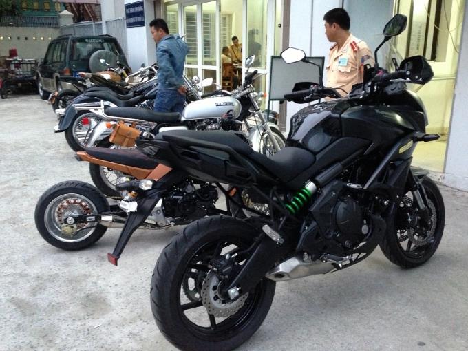 """Đà Nẵng: Vây bắt dàn mô tô """"khủng"""" náo loạn đường phố"""