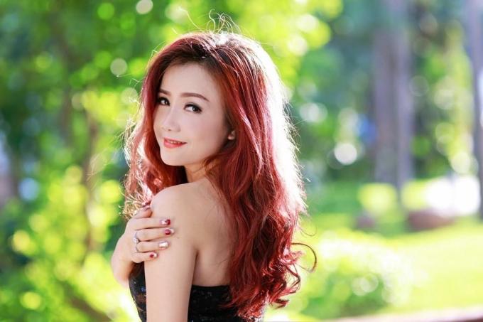 Nhưng lúc nào Hoàng Yến cũng rạng rỡ, trẻ trung dù chịđã 39 tuổi.(Ảnh: Pumn Trần; Make up Nguyễn Đức).