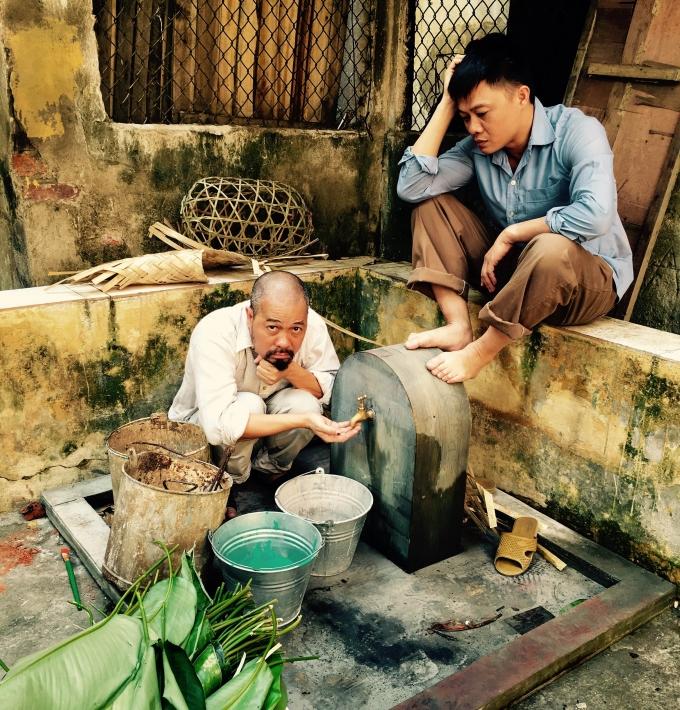 NTK - NSƯT Đức Hùng và BTV Quang Minh thờ thẫn bên vòi nước cũ