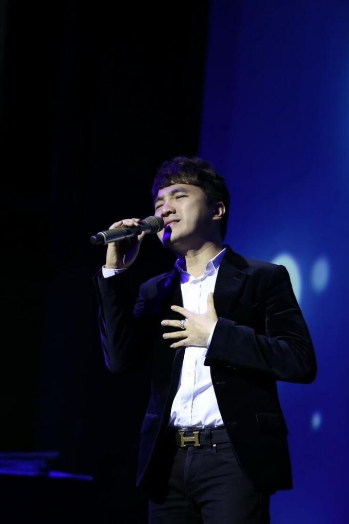 Ca sĩ Dương Ngọc Thái thể hiện ca khúc
