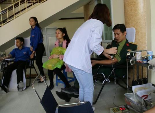 Cán bộ, học viên tưng bừng tham gia ngày hội hiến máu