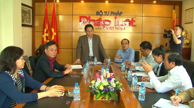 Ông Đặng Ngọc Luyến - Phó tổng biên tập thường trực báo Pháp luật Việt Nam phát biểu đón đoàn