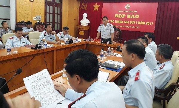 Phó tổng Thanh tra CP Ngô Văn Khánh trả lời báo chí tại họp báo sáng nay. Ảnh T.Hằng