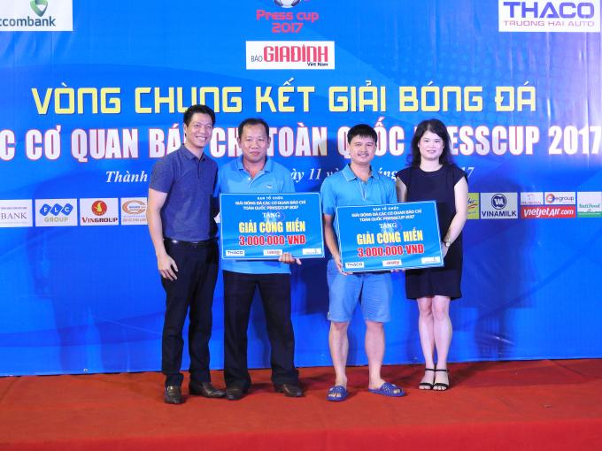 Đội bóng Liên quân báo chí Đồng Bằng Sông Cửu Long và đội Liên quân báo chí Nghệ An đoạt giải cống hiến.
