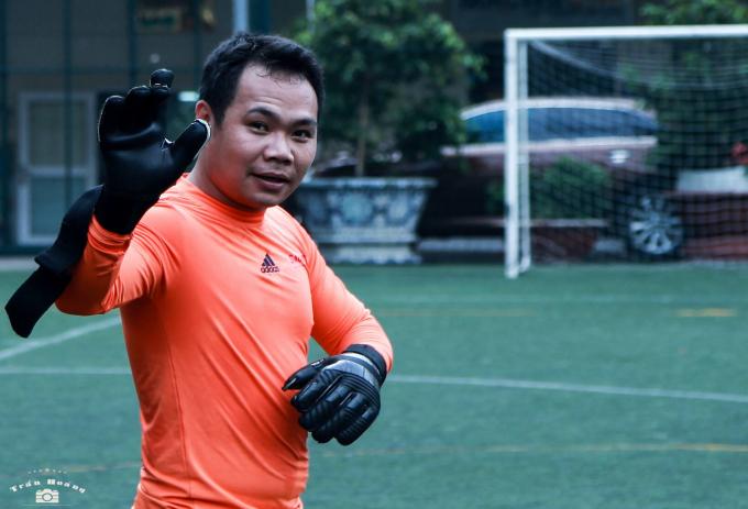 Các đội bóng sẽ thi đấu trên sân cỏ mini 7 người, diễn ra từ lúc 14h20, ngày chủ nhật (17/9), trên sân PVV - Đường Trần Thái Tông (Cầu Giấy - Hà Nội).
