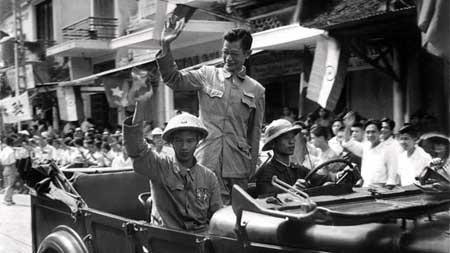 Bác sĩ Trần Duy Hưng, Thị trưởng đầu tiên của Hà Nội trong ngày trở về.